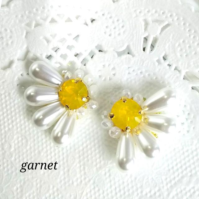 スワロフスキー・クリスタルの黄色いお花イヤリング/ピアス|リケジョのハンドメイド