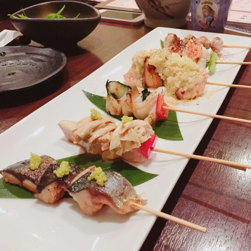居酒屋[はかたこぶし]のハツ・レバー・ささみのレア焼きは絶品!海鮮串も有名です