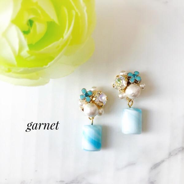 青い花とマーブルガラスのイヤリング/ピアス|リケジョのハンドメイド