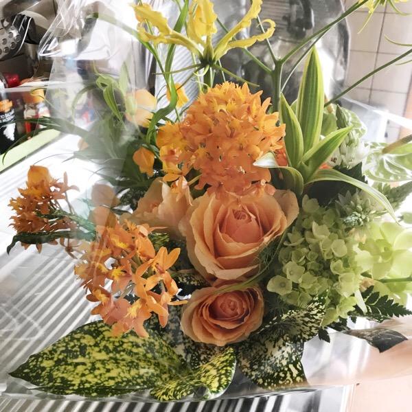 アメックスプラチナコンシェルジュデスクに依頼して母の日の花を送りました|母の日当日に依頼して,2日後に届きました