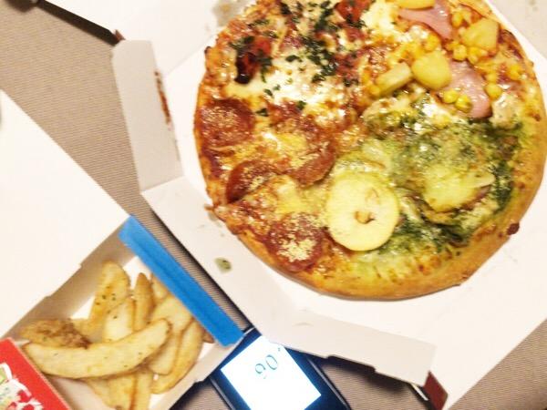 遅い昼食から深夜にピザ発注したジャンクな1日|糖尿病内科医のフリースタイルリブレ自己血糖記録
